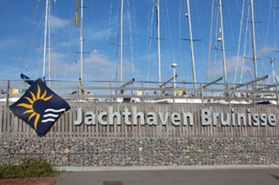 De moderne jachthaven van Bruinisse