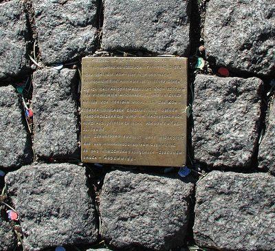 Het eerste struikelsteentje - foto Willy Horsch, - commons wiki