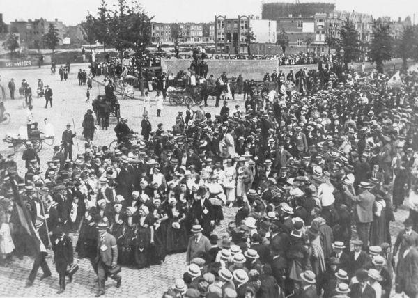 Anti annexatiebetoging in den haag foto beeldbank for Koophuizen den haag