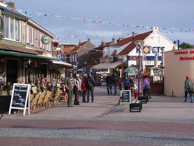 Centrum van Zoutelande - foto Bodo Klecksel - commons.wikimedia.org.