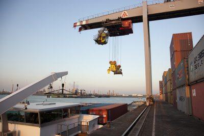 Container overslag - Foto www.laatzeelandzien.nl