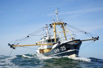 De Arnemuiden 25, nu nog op volle zee