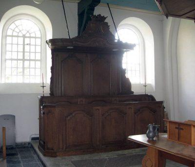 De ambachtsherenbank in de Odulphuskerk - foto Rob de Groot