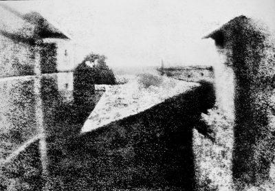 De eerste bewaarde foto. Gezicht vanuit het raam - La Gras Frankrijk foto Joseph Nicéphore Niépce