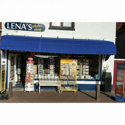 De kleine boeken- soevenier- en sigarenwinkel.