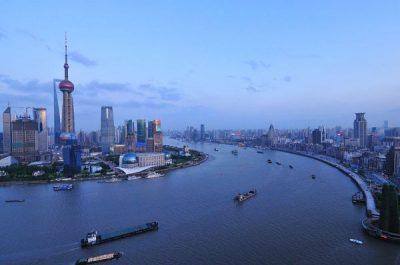 De moderne haven van Shanghai