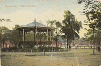 De muziektent aan het Molenwater omstreeks 1905. Foto Zeeuws Archief