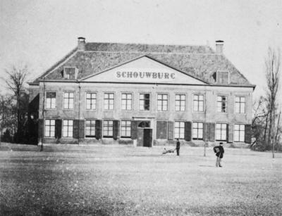 De oorspronkelijke schouwburg in 1900