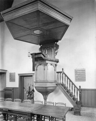 De oude preekstoel