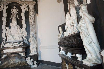 Graven en grafmonumenten in kerken