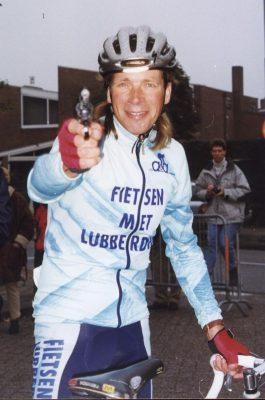 Henk Lubberding lost het startschot - foto Herman Harens - httpscommons.wikimedia.org.