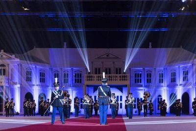 Het orkest van de Koninklijke Marechaussee tijdens de Nationale Taptoe in Ahoi Rotterdam.