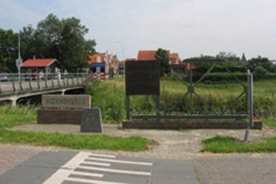 Monument bij de Hickmanbrug
