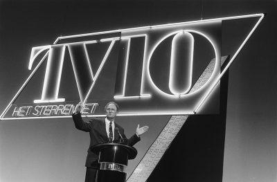 Joop van den Ende presenteert TV10