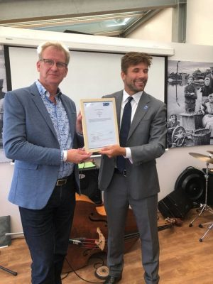 Links Kees van Beveren, voorzitter Nederlandse Oesterverenging en rechts Victor Simoncelli van MSC
