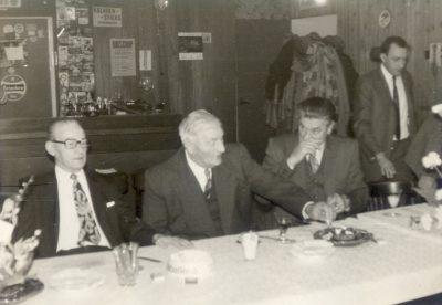 Melis Maas, midden, een van de laatste schippers. Foto archief A. Schults