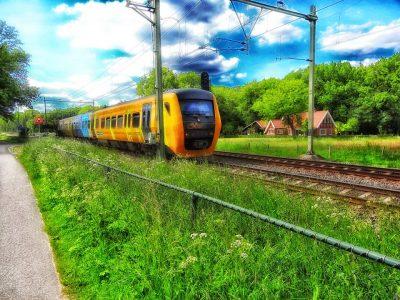Met de trein zou u er al zijn.