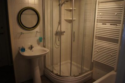 Moderne en hygienische badkamer