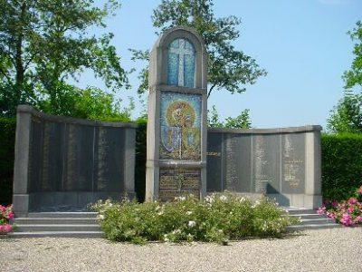 Monument bij de Franse Militaire Begraafplaats in Kapelle.