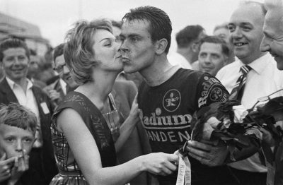 Na winst in de 4de etappe ronde van nederland 1960