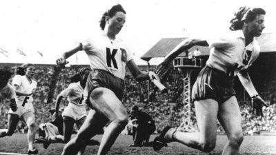 Nel Karelse (rechts) in actie op de Spelen