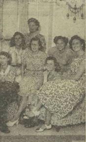 Nel Karelse, zittend links met haar ploeggenoten uit 1948 Bron krantenbank Zeeland.