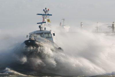 Onder alle omstandigheden beloodsen op de Westerschelde. Foto: www.laatzeeland.nl