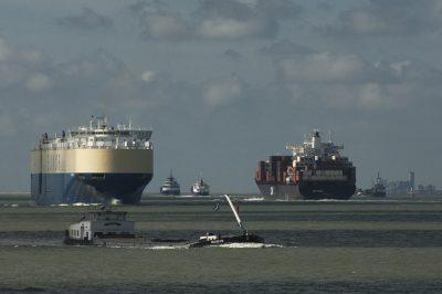 Op de Westerschelde gaan de zee- en binnenvaart hand in hand.Foto: www.laatzeelandzien.nl