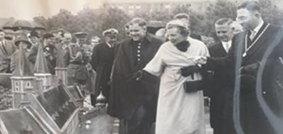 Opening door koningin Juliana