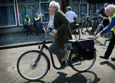 Ouderen krijgen fietsles op hun E-Bike - Foto Marcel van den Bergh
