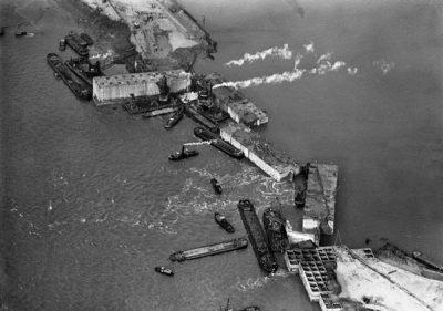 Plaatsen en afzinken van de Phoenix caissons bij Ouwerkerk