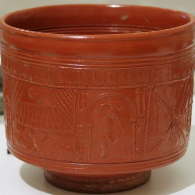 Romeinse drinkbeker van terra sigillata, gemaakt in Zuid-Frankrijk. Datering 80-110 na Chr. Foto RMO Leiden