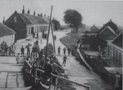Splising Boomdijk - Dijkstraat. Links de oude meestoof