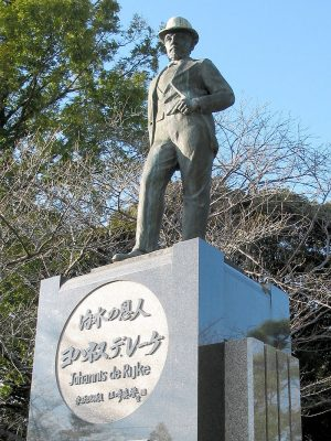 Standbeeld van De Rijke in het Sendohira rivierpark in Nagoya