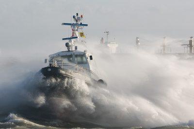 Vlissingen: Spectaculaire locatie; beloodsen tijdens storm. Foto: www.latzeelandzien.nl