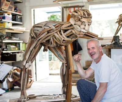 Warmenhoven in zijn atelier