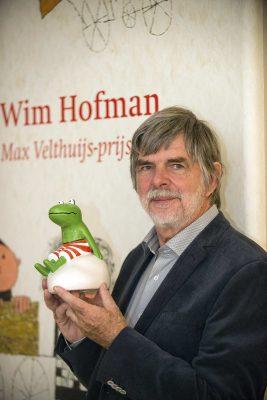 Wim Hofman krijgt de Max Velthuijs-prijs uitgereikt - Foto Mylene Siegers
