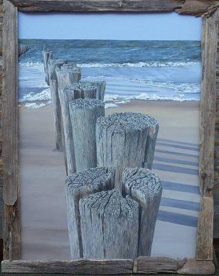 de karakteristieke strandpalen, geschilderd door Inge de Groot