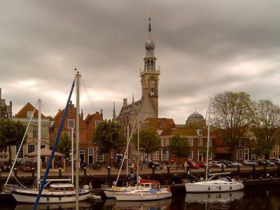 De jachthaven en stadhuis van Veere