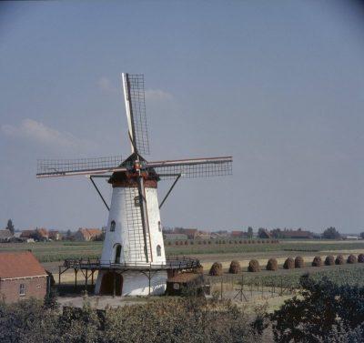 De oude molen De Korenbloem uit 1872