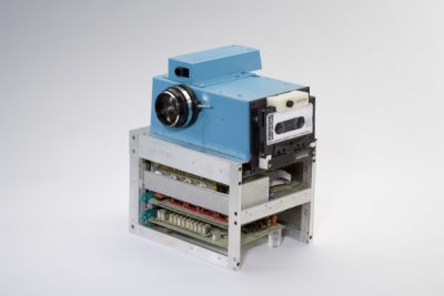prototype van de 5 kilo zware Kodag digitale camera - 1975