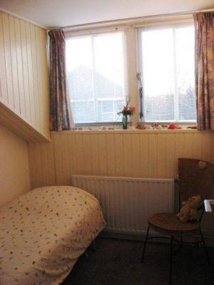 slaapkamer met een eenpersoonsbed